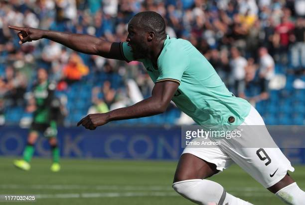 Romelu Lukaku of FC Internazionale celebrates his goal during the Serie A match between US Sassuolo and FC Internazionale at Mapei Stadium Citta del...
