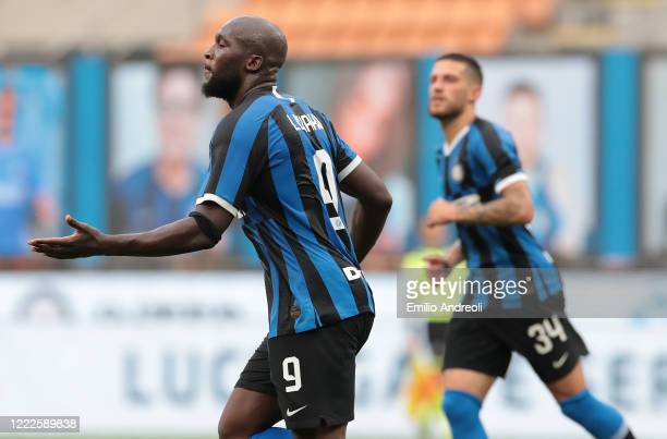 Romelu Lukaku of FC Internazionale celebrates his goal during the Serie A match between FC Internazionale and US Sassuolo at Stadio Giuseppe Meazza...
