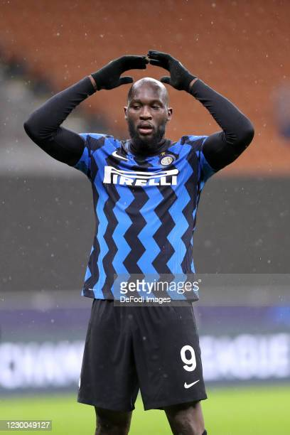 Romelu Lukaku of FC Internazionale gesturesn during the UEFA Champions League Group B stage match between FC Internazionale and Shakhtar Donetsk at...