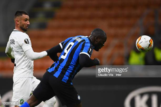 Romelu Lukaku of FC Internazionale heads the ball to score the second goal of his team during the UEFA Europa League round of 32 second leg match...