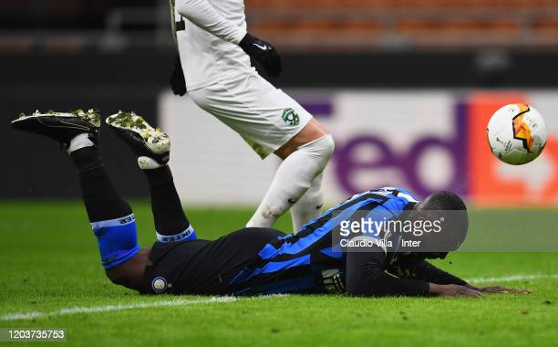 Romelu Lukaku of FC Internazionale heads the ball to score the the second goal of his team during the UEFA Europa League round of 32 second leg match...