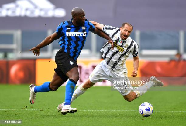 Romelu Lukaku of FC Internazionale is challenged by Giorgio Chiellini of Juventus during the Serie A match between Juventus and FC Internazionale at...