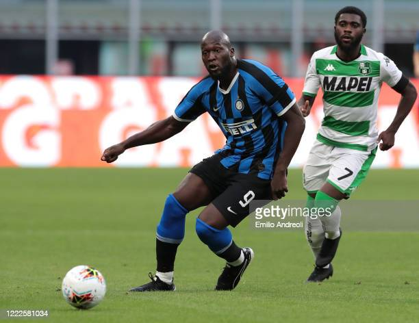 Romelu Lukaku of FC Internazionale is challenged by Jeremie Boga of US Sassuolo during the Serie A match between FC Internazionale and US Sassuolo at...