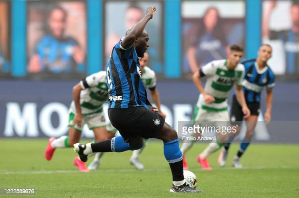 Romelu Lukaku of FC Internazionale scores from a penalty kick during the Serie A match between FC Internazionale and US Sassuolo at Stadio Giuseppe...