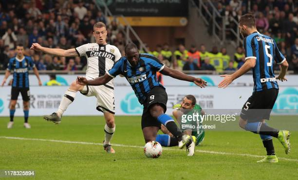 Romelu Lukaku of FC Internazionale scores his goal during the Serie A match between FC Internazionale and Parma Calcio at Stadio Giuseppe Meazza on...