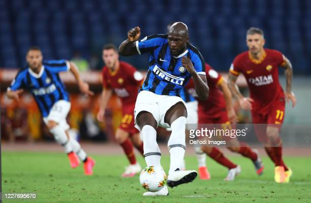 Romelu Lukaku of FC Internazionale scores his team's second goal during the Serie A match between AS Roma and FC Internazionale at Stadio Olimpico on...