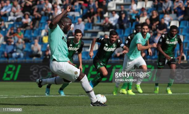 Romelu Lukaku of FC Internazionale scores on a penalty kick his second goal during the Serie A match between US Sassuolo and FC Internazionale at...