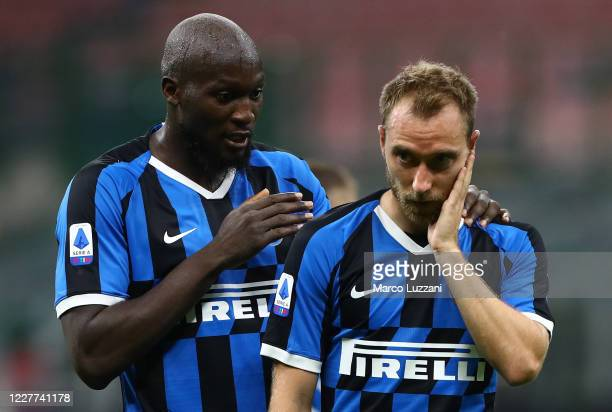 Romelu Lukaku of FC Internazionale speaks to Christian Eriksen during the Serie A match between FC Internazionale and ACF Fiorentina at Stadio...