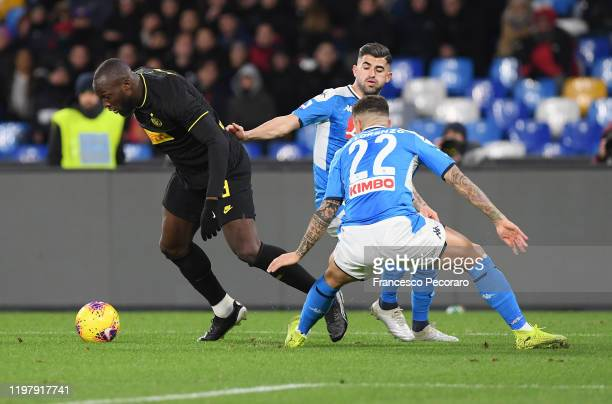 Romelu Lukaku of FC Internazionale vies with Elseid Hysaj and Giovanni Di Lorenzo of SSC Napoli during the Serie A match between SSC Napoli and FC...