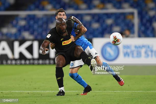 Romelu Lukaku of FC Internazionale vies with Elseid Hysaj of SSC Napoli during the Coppa Italia SemiFinal Second Leg match between SSC Napoli and FC...