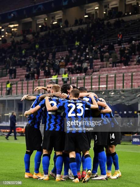 Romelu Lukaku of Inter Milan celebrates 1-0 with Lautaro Martinez of Inter Milan, Ivan Perisic of Inter Milan, Matteo Darmian of Inter Milan,...