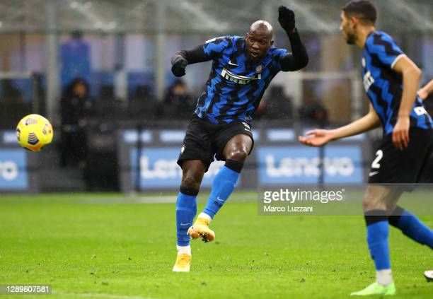 Romelu Lukaku of Inter Milan scores his sides first goal during the Serie A match between FC Internazionale and Bologna FC at Stadio Giuseppe Meazza...