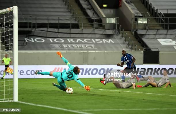 Romelu Lukaku of Inter Milan scores his team's fourth goal past Andriy Pyatov of Shakhtar Donetsk during the UEFA Europa League Semi Final between...