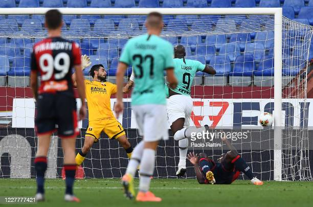 Romelu Lukaku of Inter scores a goal during the Serie A match between Genoa CFC and FC Internazionale at Stadio Luigi Ferraris on July 25, 2020 in...