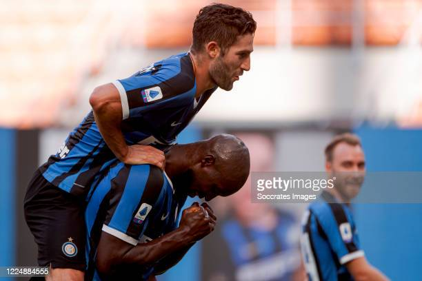Romelu Lukaku of Internazionale celebrates 10 with Antonio Candreva of Internazionale during the Italian Serie A match between Internazionale v...