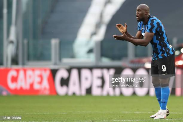 Romelu Lukaku of Internazionale encourages his team mates after a goal was validated by the referee Gianpaolo Calvarese to level the game at 2-2...