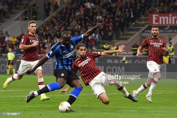 Romelu Lukaku of Internazionale kicks the ball during the Serie A match between AC Milan and FC Internazionale at Stadio Giuseppe Meazza on September...