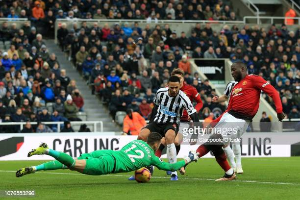 Romelu Lukaku of Man Utd scores their 1st goal past Newcastle goalkeeper Martin Dubravka during the Premier League match between Newcastle United and...