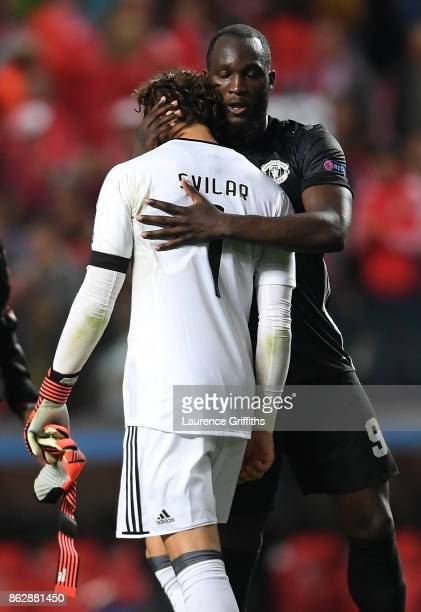 Romelu Lukaku of Manchester United and Mile Svilar of Benfica embrace after the UEFA Champions League group A match between SL Benfica and Manchester...