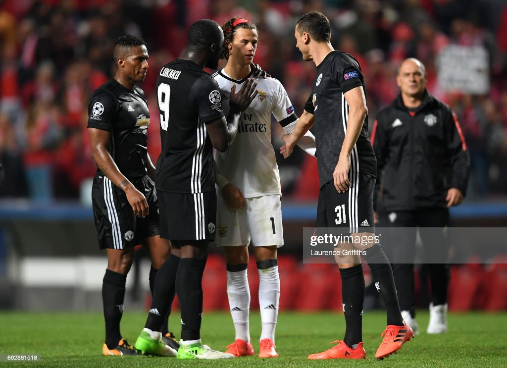 Romelu Lukaku of Manchester United and Nemanja Matic of Manchester Unitd console Mile Svilar of Benfica after the UEFA Champions League group A match between SL Benfica and Manchester United at Estadio da Luz on October 18, 2017 in Lisbon, Portugal.
