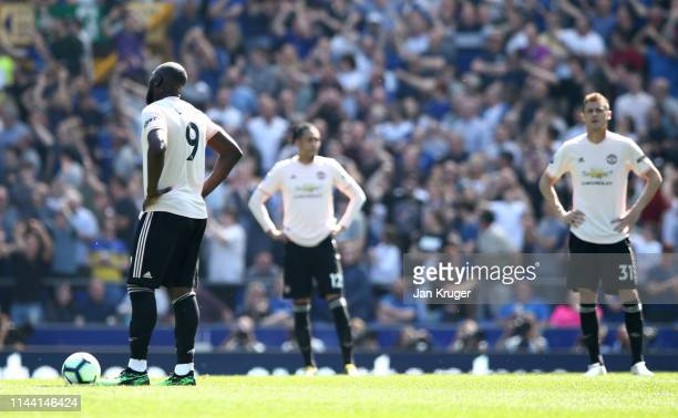 Romelu Lukaku of Manchester United and team mtes look dejected during the Premier League match between Everton FC and Manchester United at Goodison...