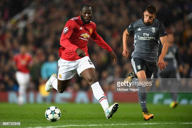 Romelu Lukaku of Manchester United breaks through during the UEFA Champions League group A match between Manchester United and SL Benfica at Old...