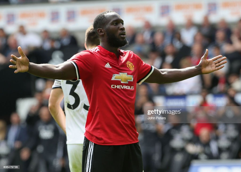 Romelu Lukaku of Manchester United celebrates scoring their secondr goal during the Premier League match between Swansea City and Manchester United at Liberty Stadium on August 19, 2017 in Swansea, Wales.