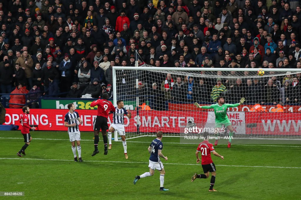 Romelu Lukaku of Manchester United scores a goal to make it 0-1 during the Premier League match between West Bromwich Albion and Manchester United at The Hawthorns on December 17, 2017 in West Bromwich, England.
