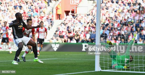 Romelu Lukaku of Manchester United scores his sides first goal during the Premier League match between Southampton and Manchester United at St Mary's...