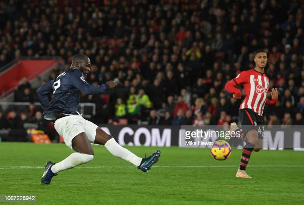 Romelu Lukaku of Manchester United scores his team's first goal during the Premier League match between Southampton FC and Manchester United at St...