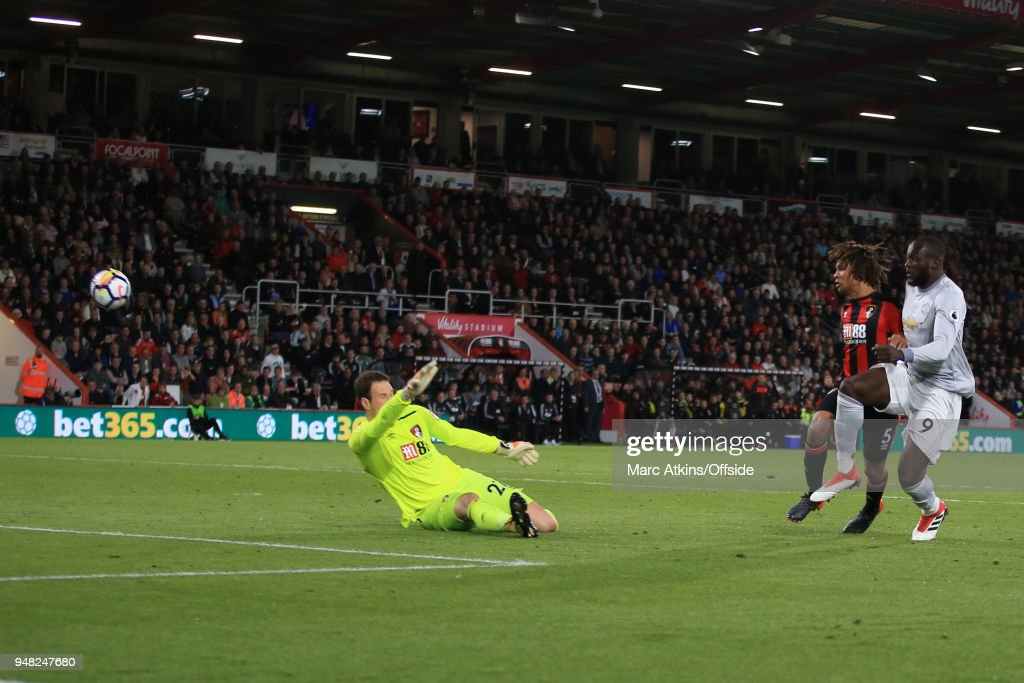 Romelu Lukaku of Manchester United scores their 2nd goal during the Premier League match between AFC Bournemouth and Manchester United at Vitality Stadium on April 18, 2018 in Bournemouth, England.