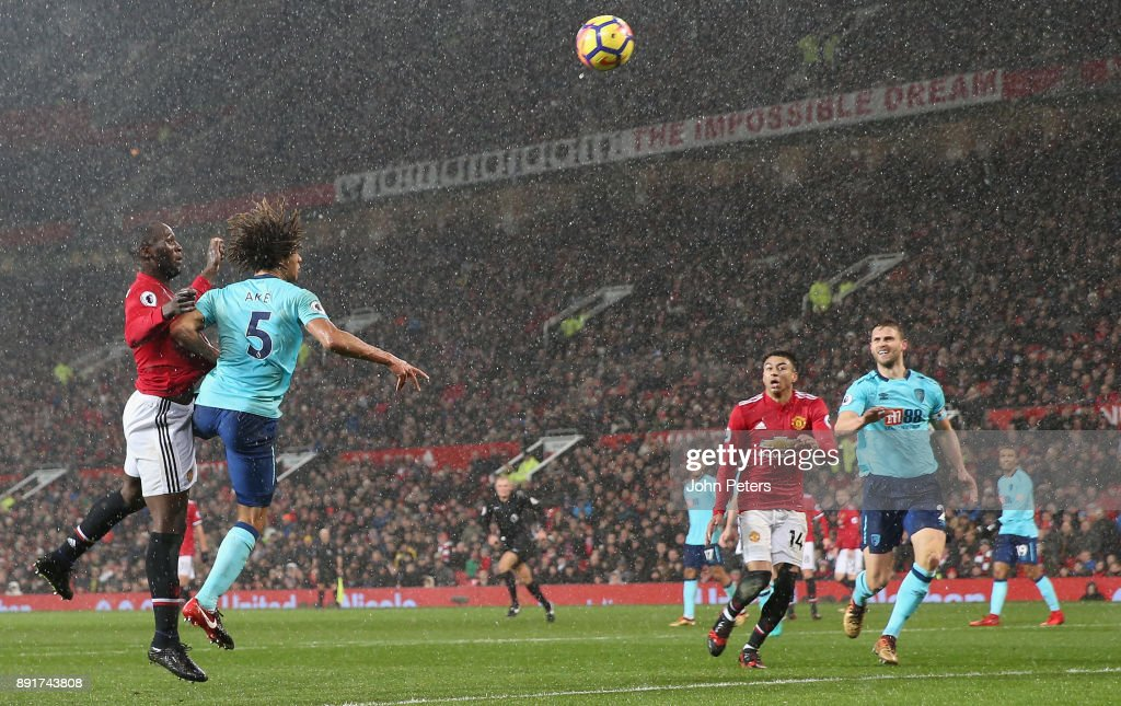 Romelu Lukaku of Manchester United scores their first goal during the Premier League match between Manchester United and AFC Bournemouth at Old Trafford on December 13, 2017 in Manchester, England.