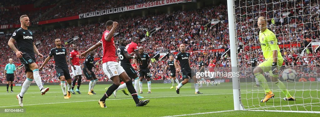 Romelu Lukaku of Manchester United scores their second goalduring the Premier League match between Manchester United and West Ham United at Old Trafford on August 13, 2017 in Manchester, England.