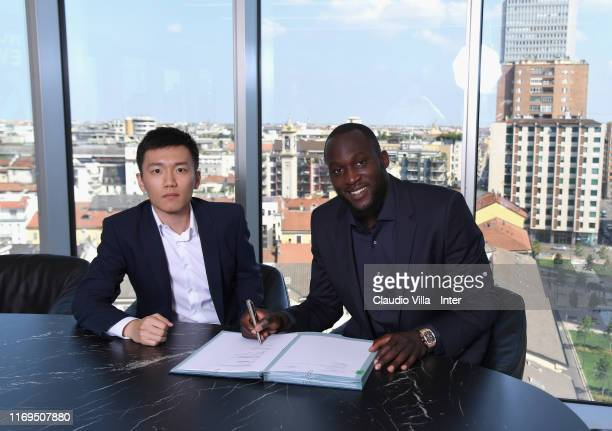 Romelu Lukaku poses with FC Internazionale president Steven Zhang during his unveiling as new FC Internazionale signing on August 8, 2019 in Milan,...