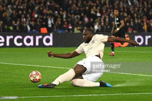 Romelu Lukaku scores his sides first goal during the UEFA Champions League Round of 16 Second Leg match between Paris SaintGermain and Manchester...