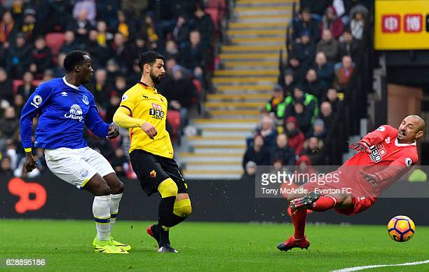 Romelu Lukaku shoots to score during the Barclays Premier League match between Watford and Everton at Vicarage Road on December 10, 2016 in Watford,...