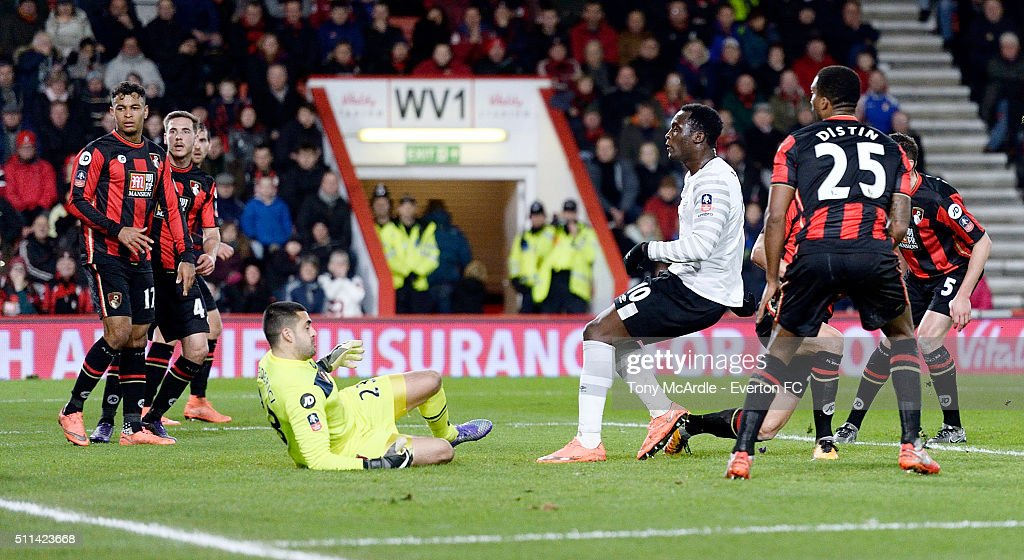 Romelu Lukaku shoots to score during the The Emirates FA Cup Fifth Round match between AFC Bournemouth v Everton at the Vitality Stadium on February 20, 2016 in Bournemouth, England.
