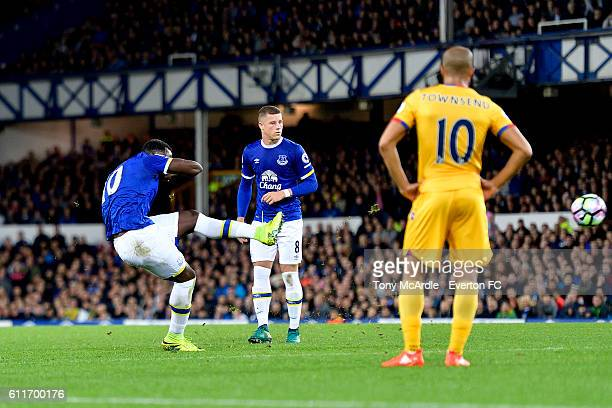 Romelu Lukaku shoots to score from his free kick during the Barclays Premier League match between Everton and Crystal Palace at Goodison Park on...