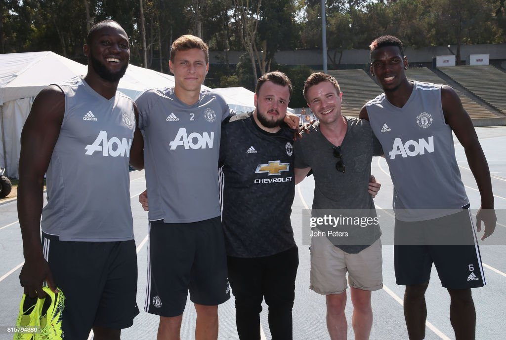 Romelu Lukaku, Victor Lindelof and Paul Pogba of Manchester United pose with Game of Thrones actors John Bradley-West (L) and Joe Dempsie ahead of a first team training session as part of their pre-season tour of the USA at UCLA on July 16, 2017 in Los Angeles, California.
