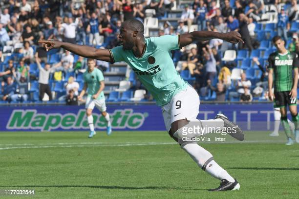 Romelu Menama Lukaku Bolingoli of FC Internazionale celebrates after scoring the second goal during the Serie A match between US Sassuolo and FC...