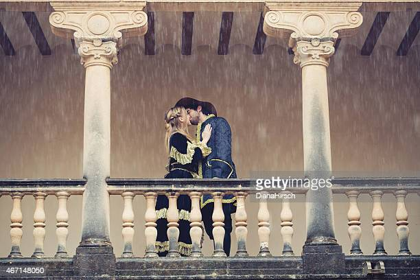 romeo and juliet kissing at balcony - historical romance stock photos and pictures