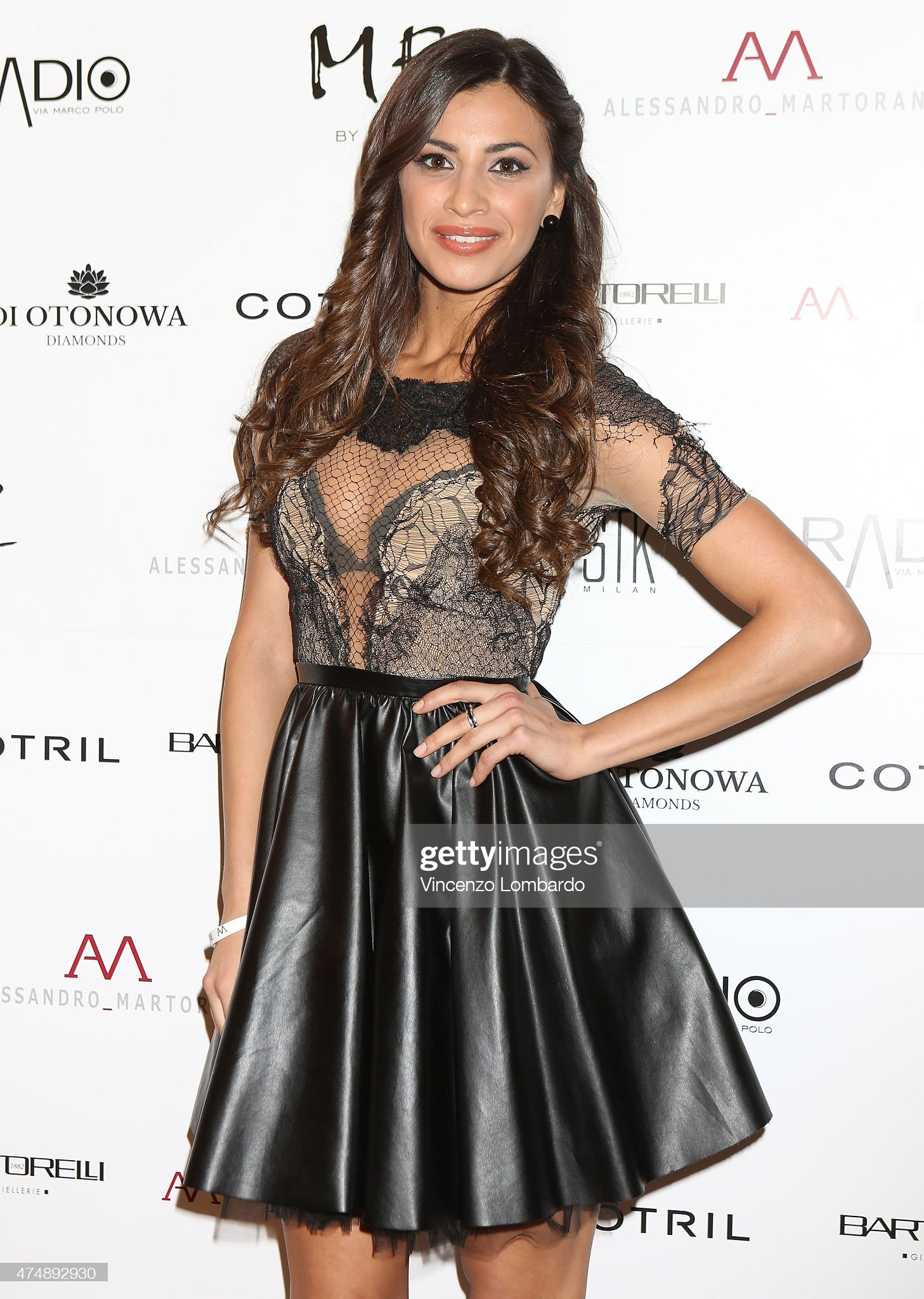 ¿Cuánto mide Romina Pierdomenico? - Real height Romina-pierdomenico-attends-the-suit-tie-cocktail-dinner-party-on-may-picture-id474892930?s=2048x2048