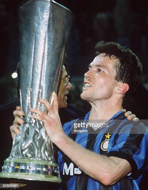 CUP 90/91 FINALE Rom/ITA AS ROM INTER MAILAND Lothar MATTHAEUS/MAILAND mit Pokal