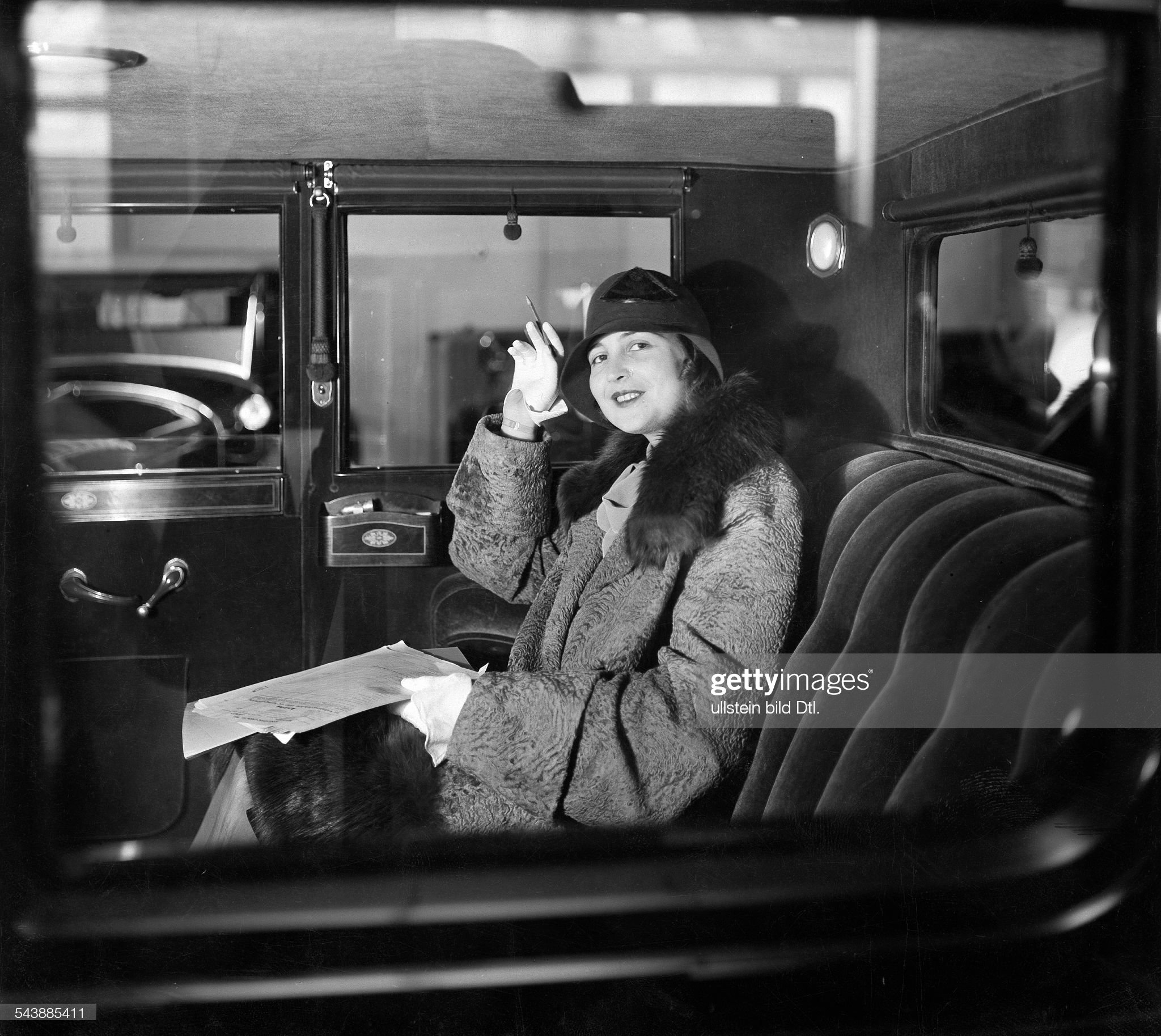 Rommer, Claire - Actress, Germany*07.12.1904-?+nee.: Klara Romberger- in a car - Photographer: Zander & Labisch- ca. 1929Vintage property of ullstein bild : News Photo