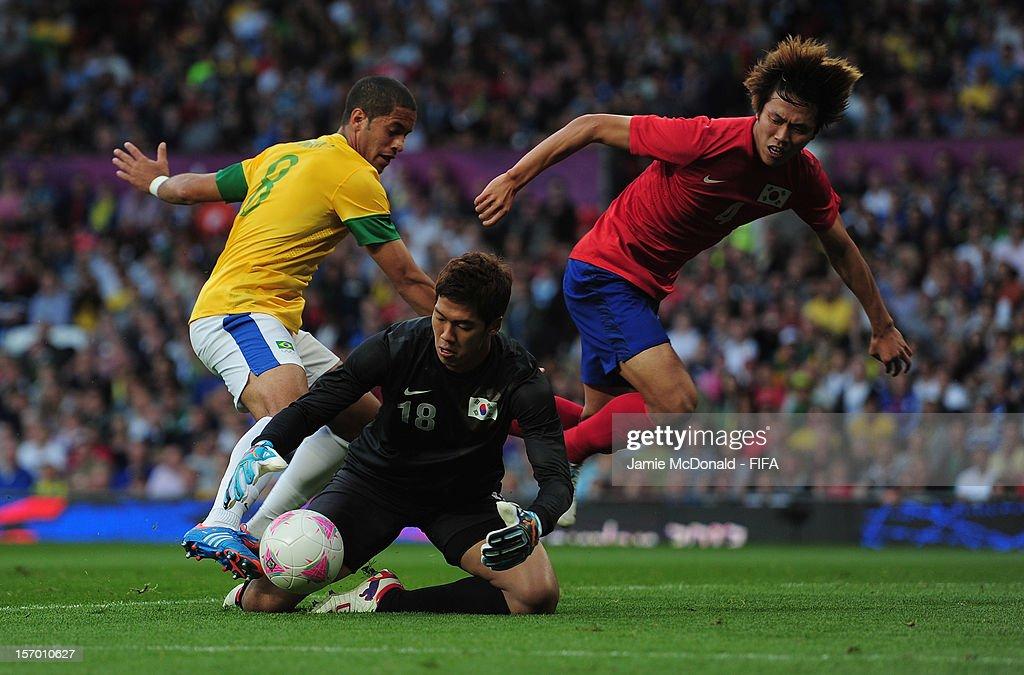 Olympics Day 11 - Men's Football S/F - Match 30 - Korea v Brazil : News Photo