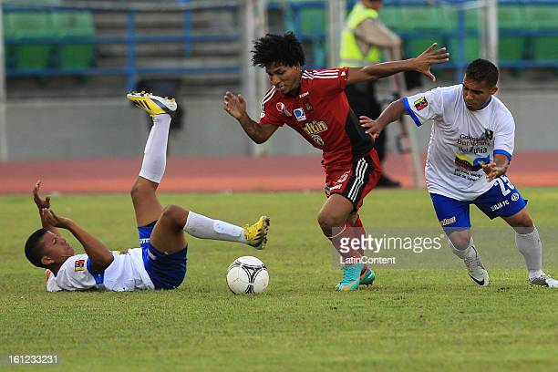 Romulo Otero of Caracas FC controls the ball during a match between Caracas FC and Zulia FC as part of the Torneo Clausura 2013 at Olimpico Stadium...