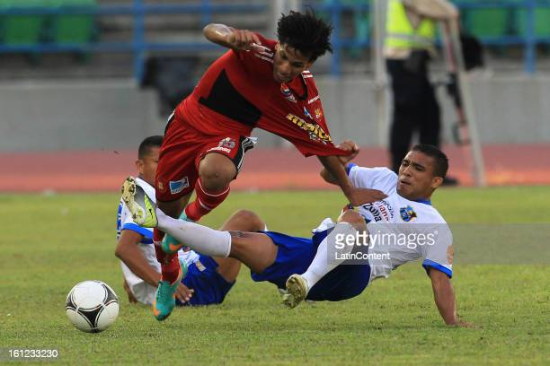 Romulo Otero of Caracas FC in action during a match between Caracas FC and Zulia FC as part of the Torneo Clausura 2013 at Olimpico Stadium on...