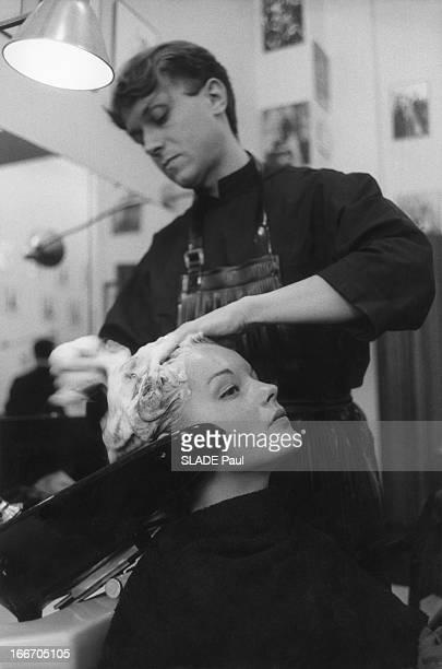 Romy Schneider And Alain Delon At The Hairdresser Alexandre Romy SCHNEIDER à PARIS pour tourner 'Christine' de Pierre GASPARDHUIT Dès son arrivée...