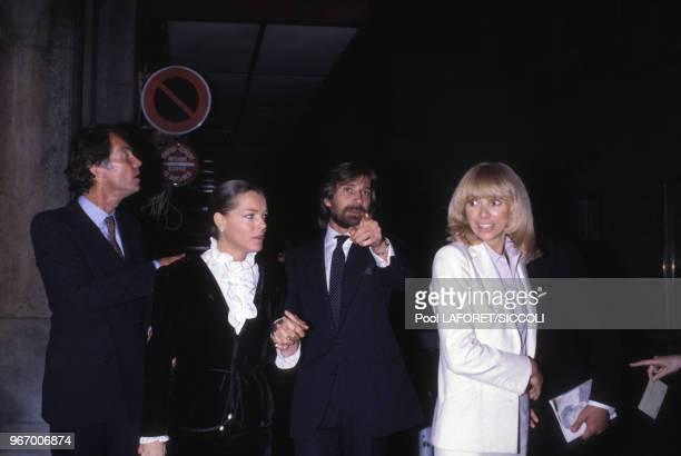 Romy Schneider avec Daniel Biasini et Mireille Darc lors d'une première le 30 septembre 1980 à Paris, France.