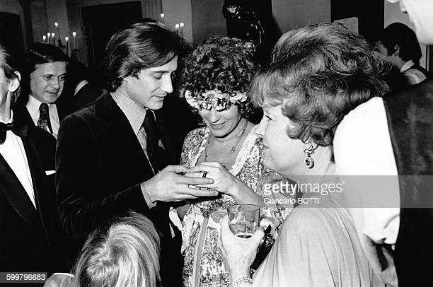 Romy Schneider Daniel Biasini et Magda Schneider lors de leur mariage le 18 décembre 1975 à Berlin Allemagne